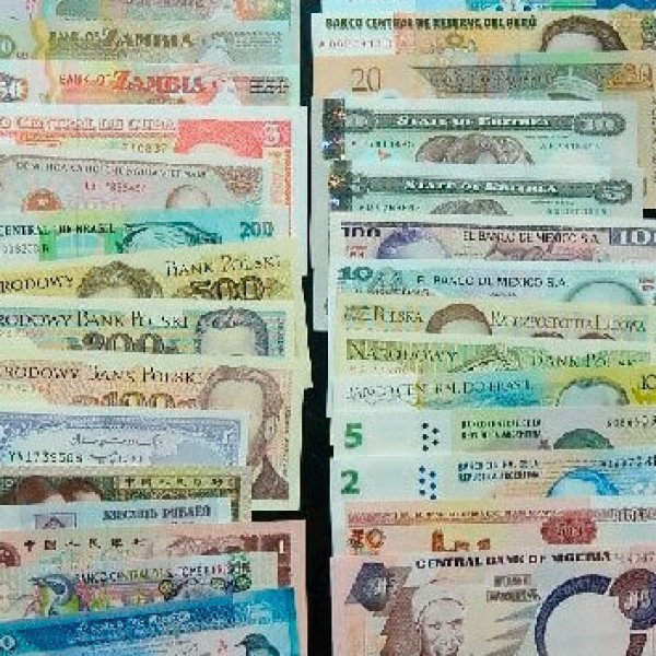 20 different world banknotes lot polimer